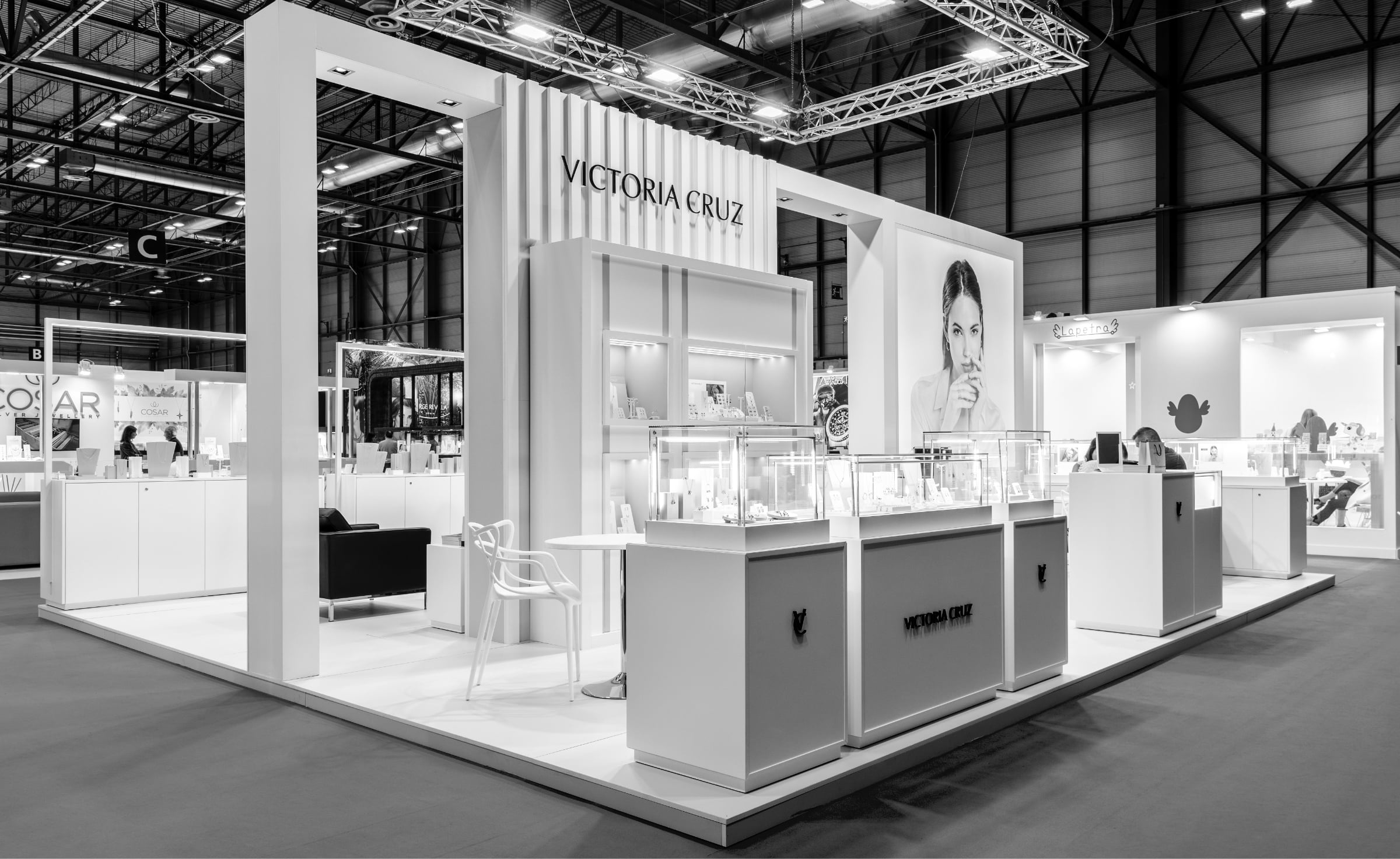 Victoria Cruz stand panorama at an exhibition